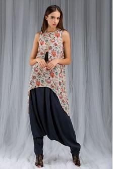 Anaar Aur Mor Print Tunic And Low Crotch Pants Set